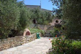 Olive press house for rent in Gavalochori