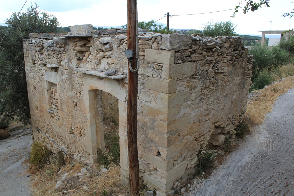 Old house for sale in Aspro Apokoronas