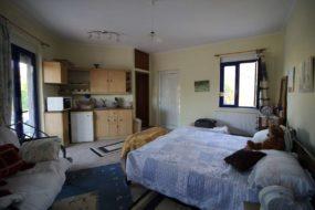 Private House and Studio Apartment in Kokkino Chorio